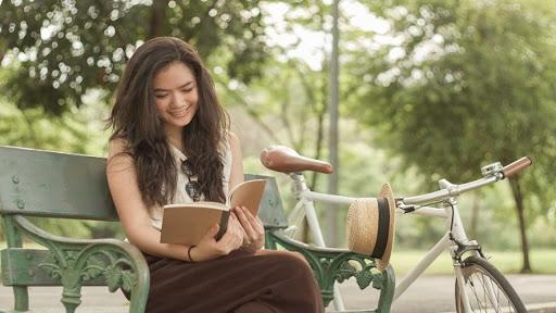 Lợi ích của việc đọc sách: Cải thiện sự tập trung & bức tốc kiến thức tư duy, phân tích