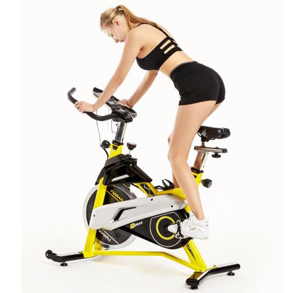 Tập gym đạp xe buổi sáng hiệu quả